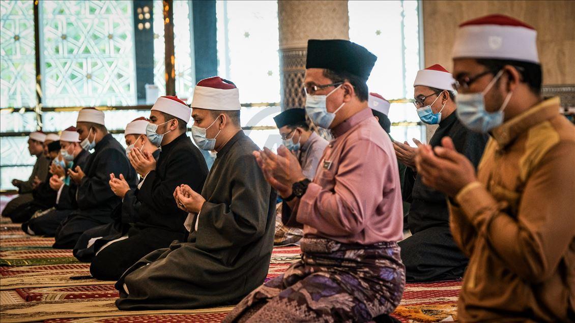 Hari Jumaat Adalah Hari Kemuliaan Orang Islam